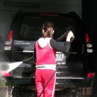 Зачем мыть машину снаружи и изнутри